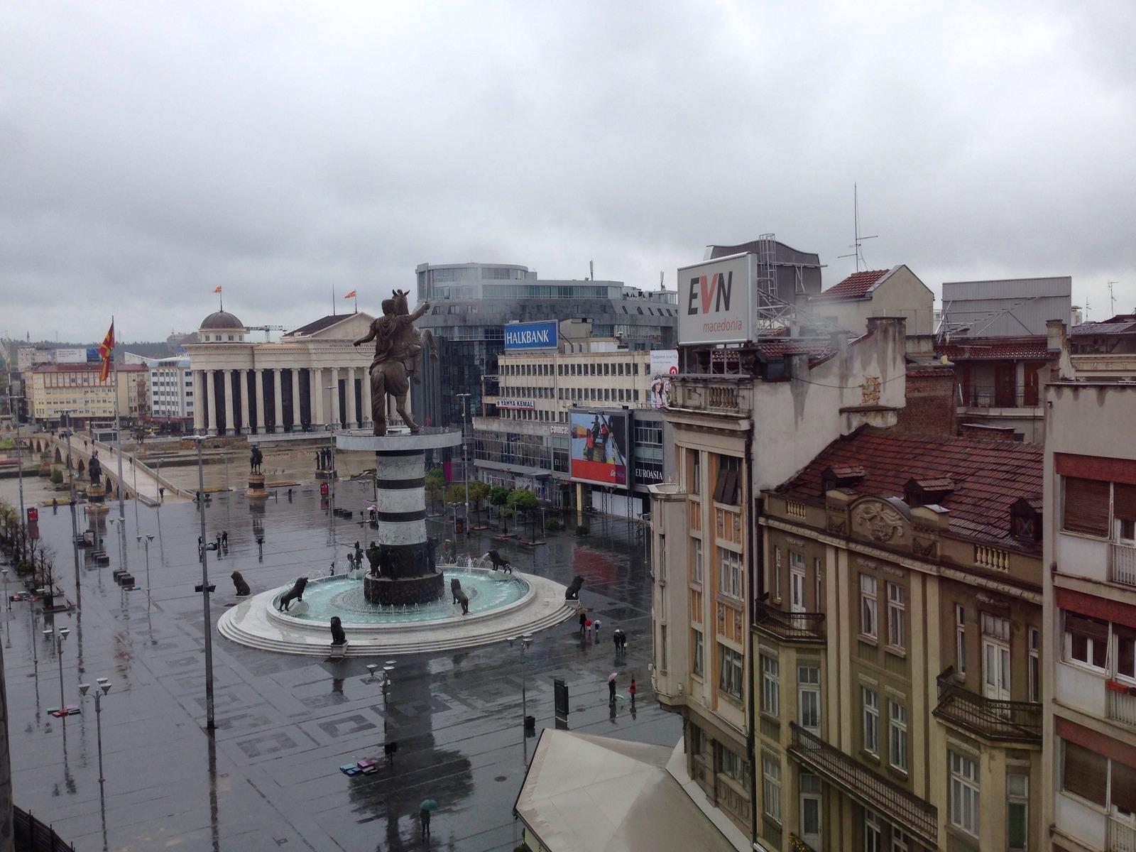 Времето денес: Претпладне облачно, попладне нестабилно со пороен дожд и грмежи