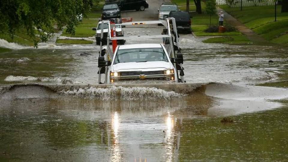 Бури, поплави и торнада во Тексас и Оклахома: Бројот на жртви се искачи на 18