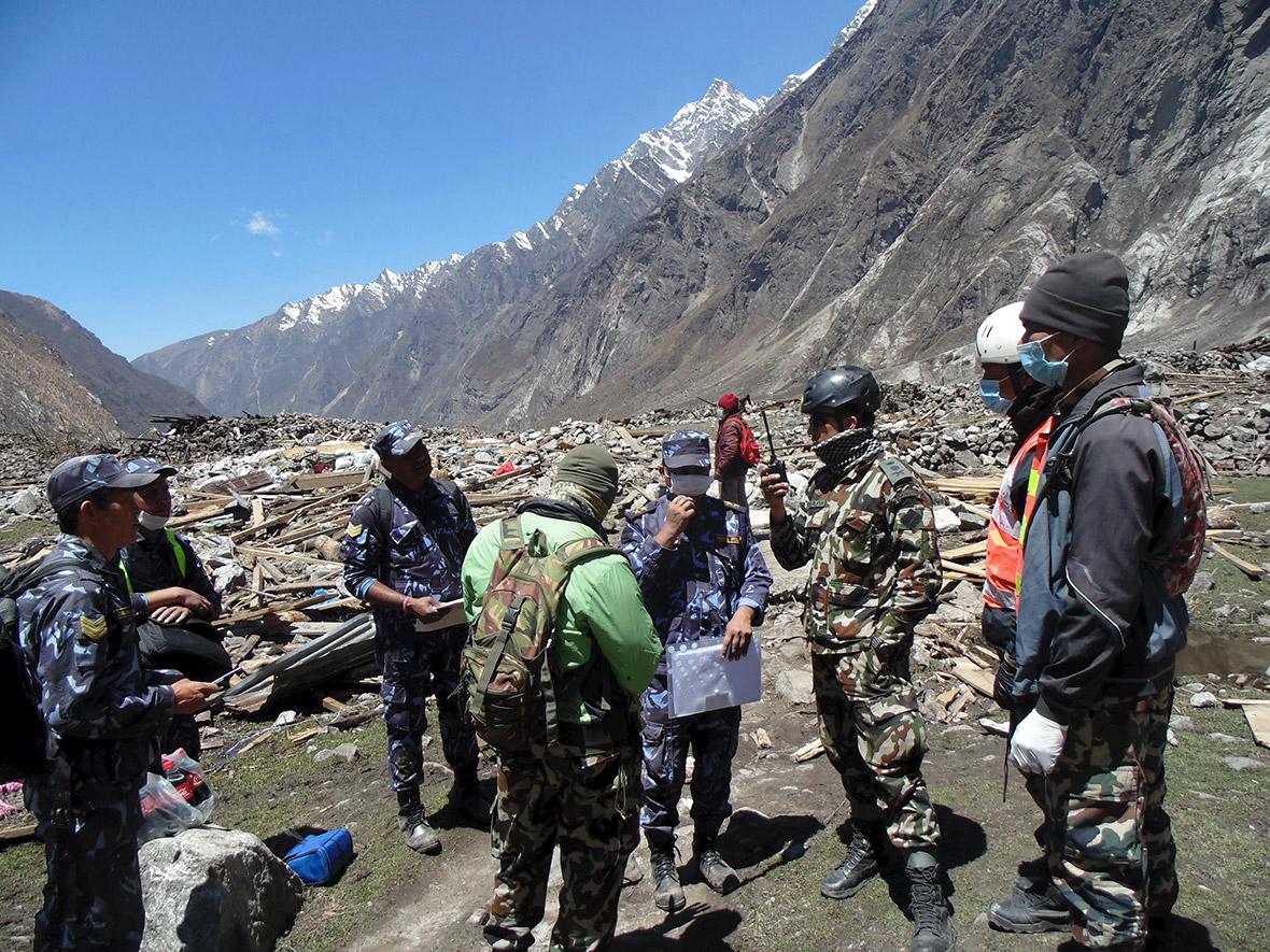 Нов силен земјотрес со јачина од 7,4 степени го потресе Непал во близина на Монт Еверест