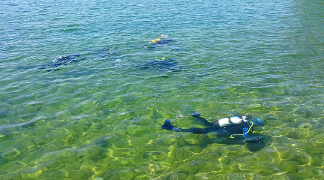 Акција за чистење на дното на Охридското Езеро од цврст отпад