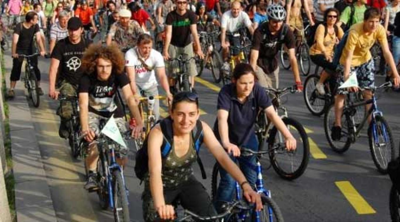 Велосипедско дефиле од Порта Македонија до Школка