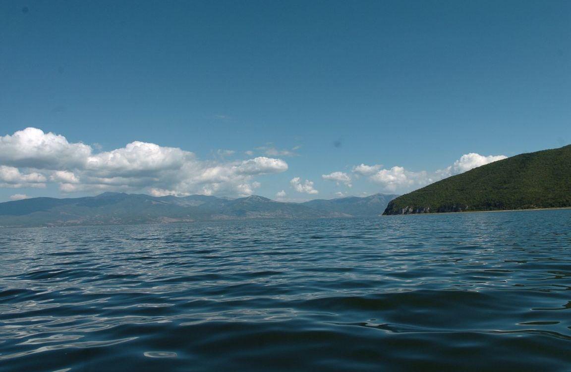 Од утре започнува забраната за пловидба на скутери и чамци во езерата во Македонија