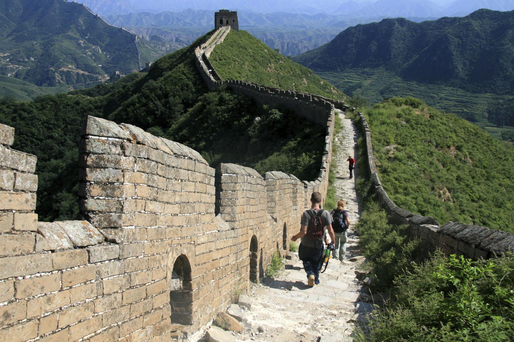 Киненскиот ѕид исчезнува: Локалното население краде градежен материјал од ѕидот