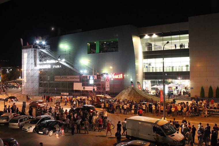 АКРОБАЦИИ ОД КОИ ЌЕ ВИ ЗАСТАНЕ ЗДИВОТ: Вчеравечер започна Балкан Бајк Фест