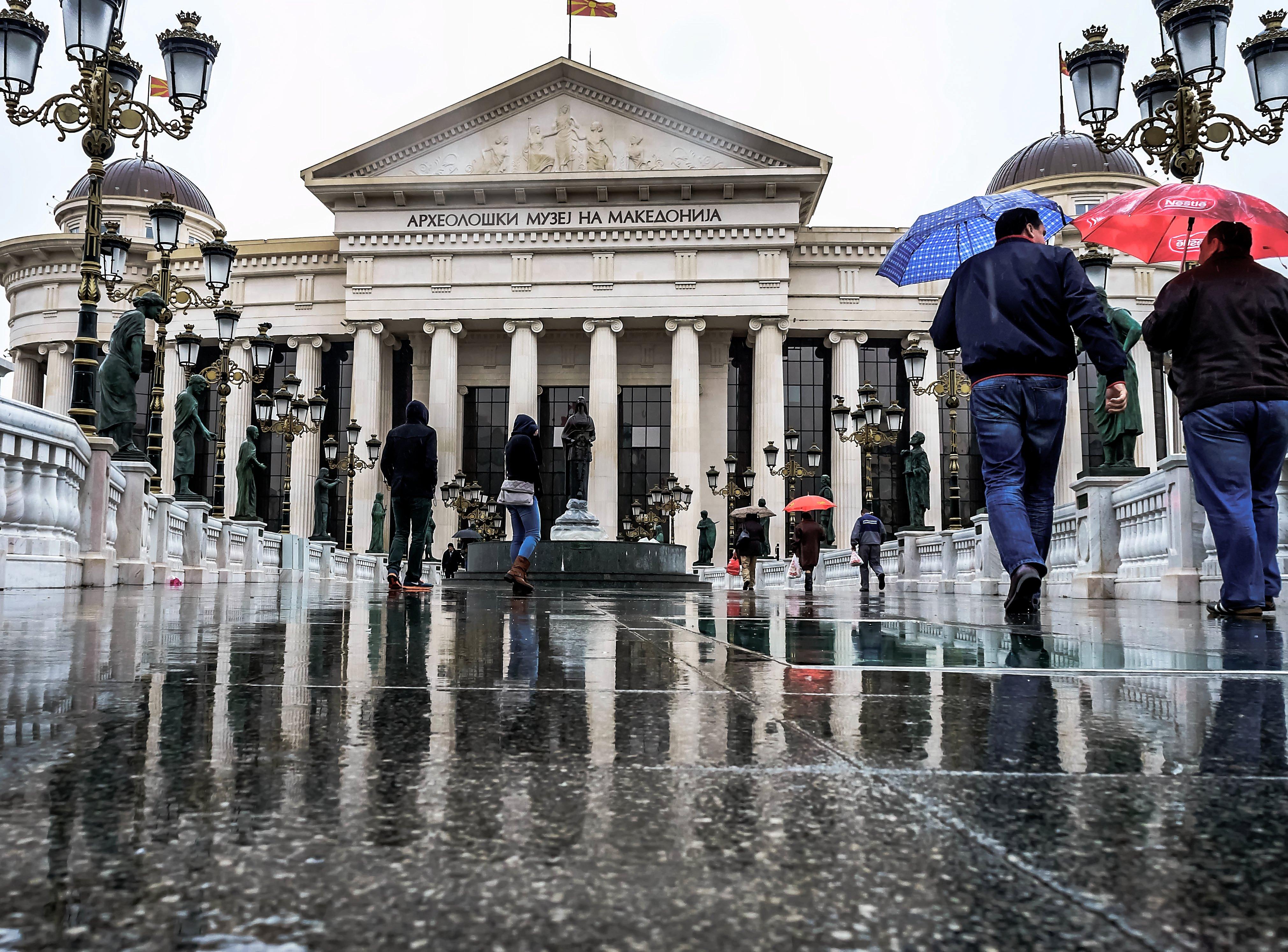 ВРЕМЕТО ДЕНЕС: Облачно со врнежи од дожд и постудено
