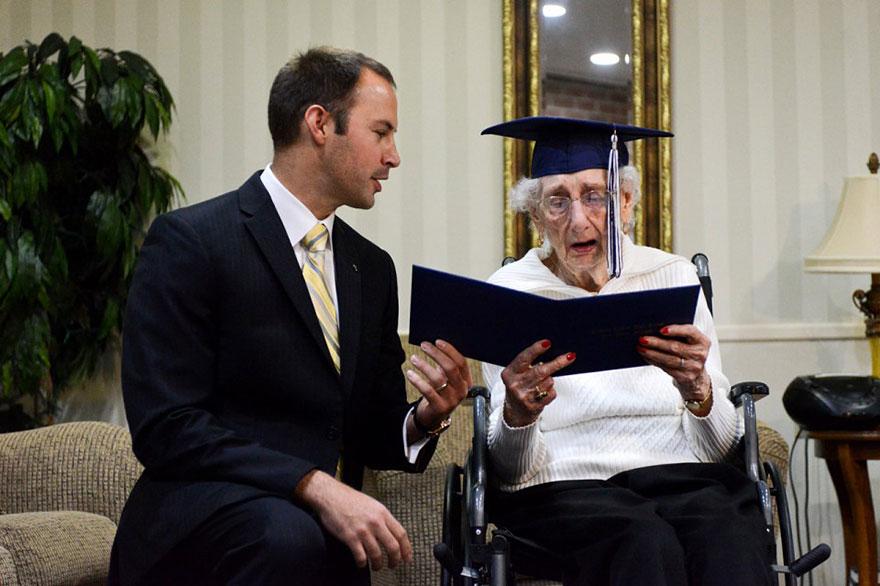 Американка матурираше на 97 години