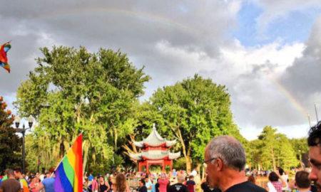 Виножито над Орландо за време на поменот за жртвите во геј клубот