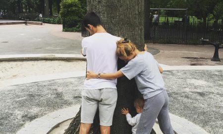 ЧУДНА ТРАДИЦИЈА: Семејството на Новак Ѓоковиќ секоја година прегрнува дрво