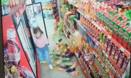 """ВИДЕО ОД ЗЕМЈОТРЕСОТ: Погледнете како """"тресело"""" во студиото на МРТ и во супермаркет во Арачиново"""