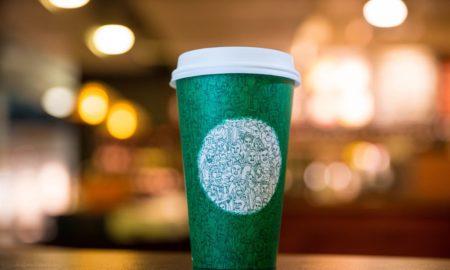 """Со нова чаша """"Старбакс"""" ги повикува Американците на единство"""