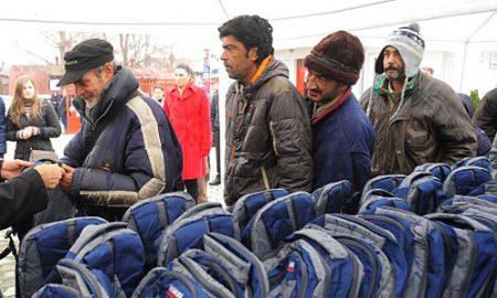 Топла облека за бездомните лица во прифатилиштето во Момин Поток