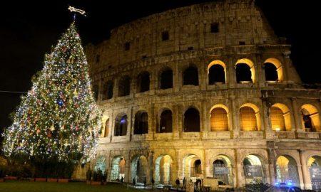 """Новогодишната елка во Рим оценета како """"најгрда во светот"""""""
