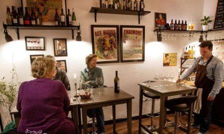 Сопственикот на најмалиот ресторан во Данска самиот ги мие садовите и ги послужува гостите