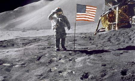 Што се случува со американските знамиња на Месечината?