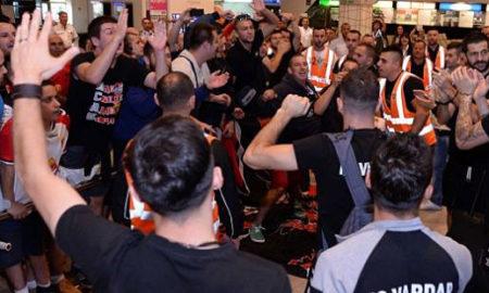 Вардарци пречекани од бројните фанови во Скопје (ВИДЕО)