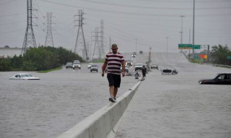 Оскаровци им помагаат на погодените од ураганот Харви во Тексас