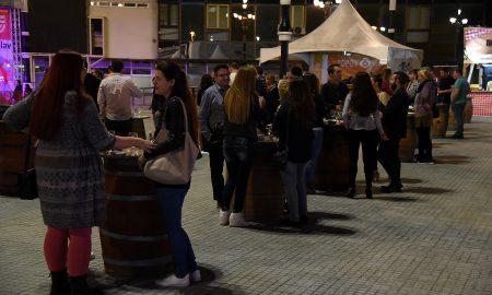 "ЗАПОЧНА ВИНО СКОП: Квалитетно домашно и странско вино и добра музика на плоштадот ""Мајка Тереза"""
