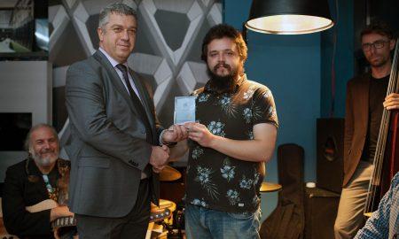"""Виктор Филиповски награден како најдобар млад џез-музичар од """"Катар ервејс"""""""