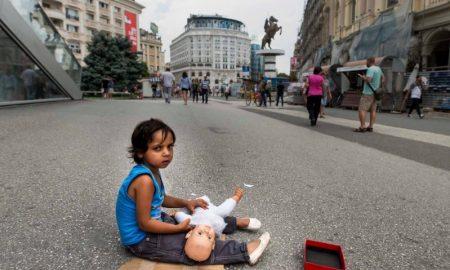 Околу 250 деца во Македонија живеат без семејства