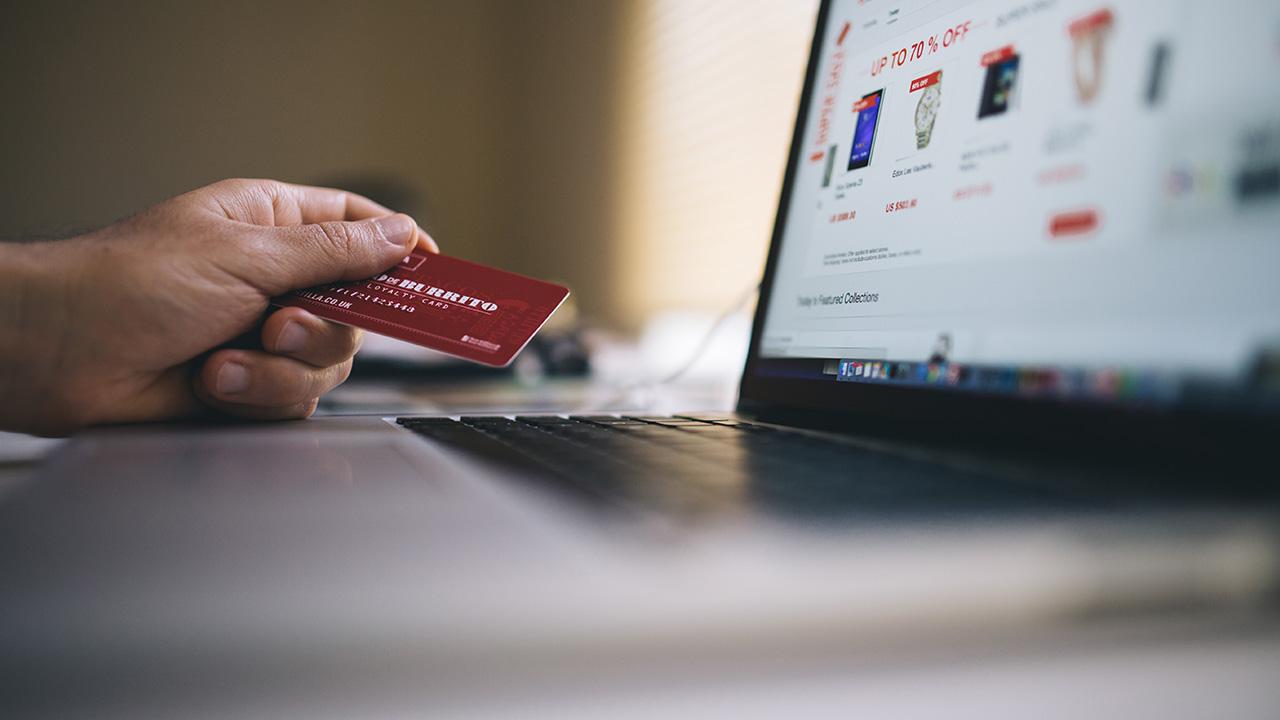 Само три проценти од Македонците подготвени да купуваат онлајн