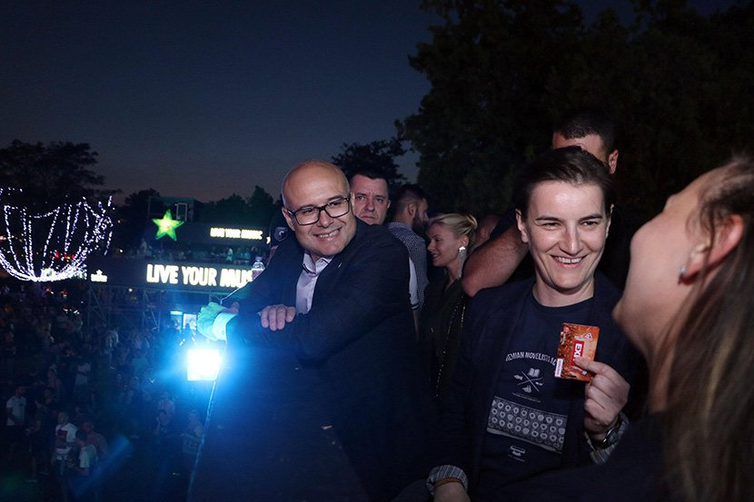 Спектакуларен огномет и 50.000 гости за стартот на фестивалот Егзит во Нови Сад (ВИДЕО)