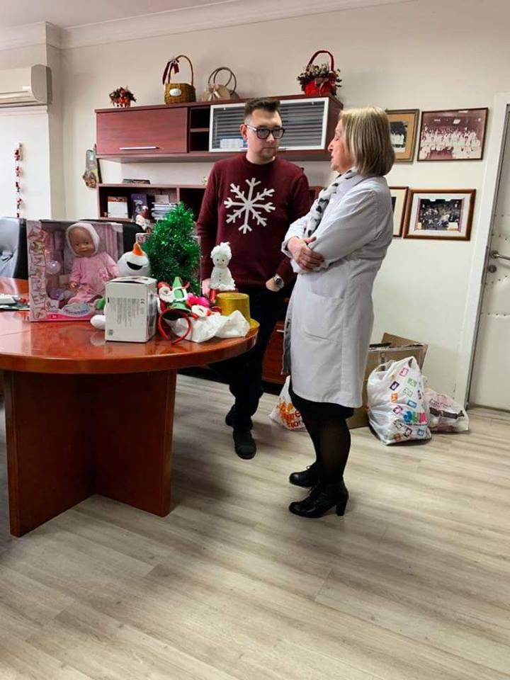 Со новогодишни капи докторите од Детската клиника ќе им ја разубават новогодишната ноќ на дечињата